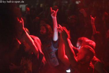 Fans bei Dead Congregation beim Path of Death 7 in Mainz