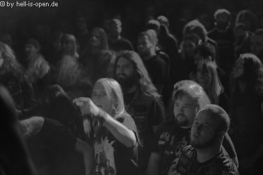 Fans bei Dead Congregation beim Path of Death 7 in Mainz