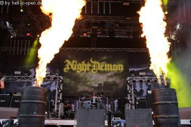 NIGHT DEMON mit Heavy Metal
