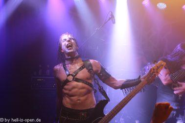Desaster mit Black-Thrash-Metal als Headliner des Abends Bassist Odin
