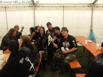 Hell-is-open Members Backstage mit dem Sänger von Watain