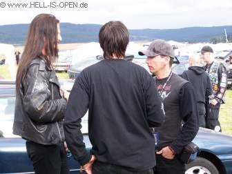 Der Sessiongitarrist von WATAIN im Gespräch mit Torben aka Blackie und Pit aka UnDerTaker bei hell-is-open am Campingplatz