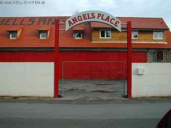 Direkt neben der Live Arena: Hells Angels Clubhaus