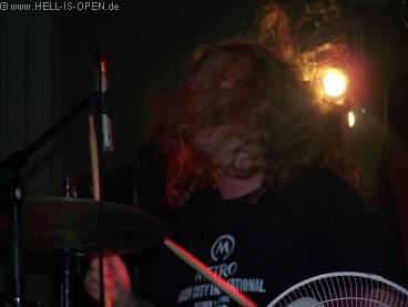 God Dethroned, Drummer Arien hat alle Hände voll zu tun....