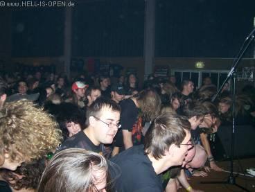 Auch im Publikum geht der Punk ab....