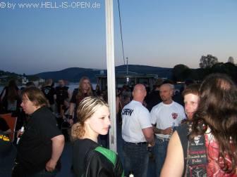 Fans auf dem Oberdeck kurz vor dem Beginn
