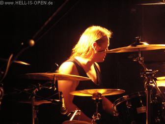 ENSIFERUM Der Drummer bei den letzten Vorbereitungen
