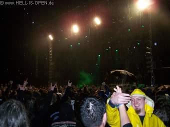Dying Fetus spielt, da wird auf den Regen geschissen !