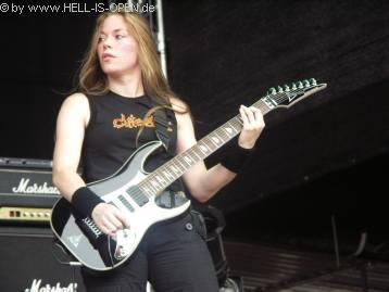 Wie bei Haemorrhage spielt auch CLITEATER eine Frau Gitarre