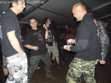 Action im Partyzelt
