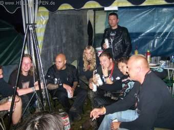 Basser Kristoffer alias Wrathyr von Bewitched besser auch bekannt als Sänger von Naglfar bei uns im HIO-Pavillion zum Smalltalk und German-Beer-Drinking