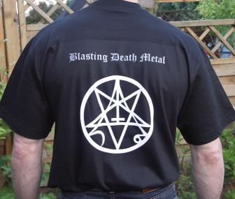 T-Shirt von hinten - Schrift aufgedruckt - Grafik mit aufgedruckt