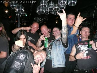 hell-is-open with friends and metal heads of Lithuania and England (left: Melissa, Singer of the black metal band Adorior)